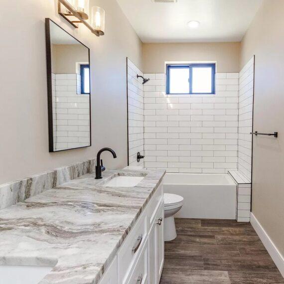 116 Red Mountain bathroom